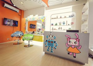 Robots And Dolls Salon