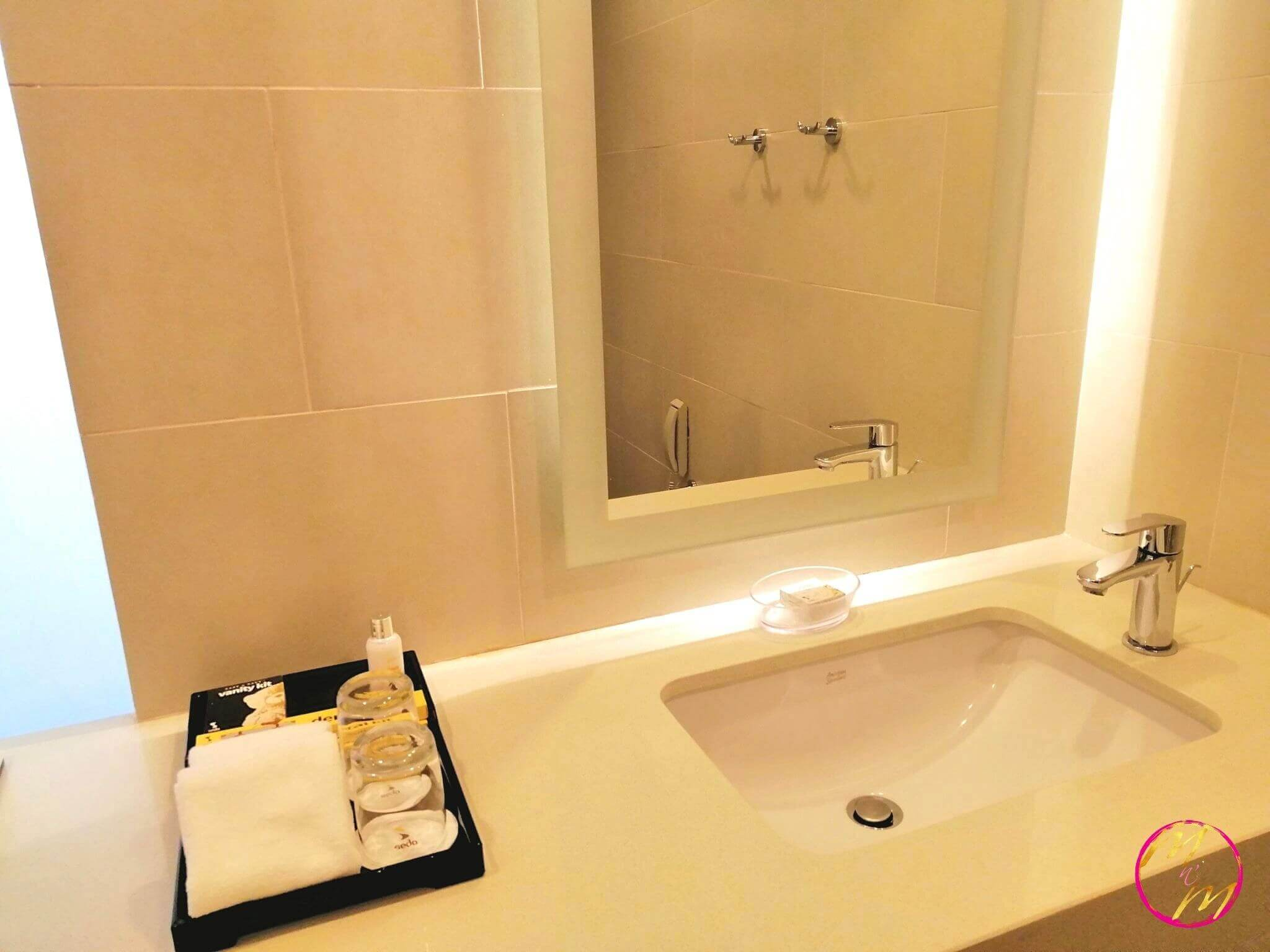 Seda Vertis North Deluxe room bathroom